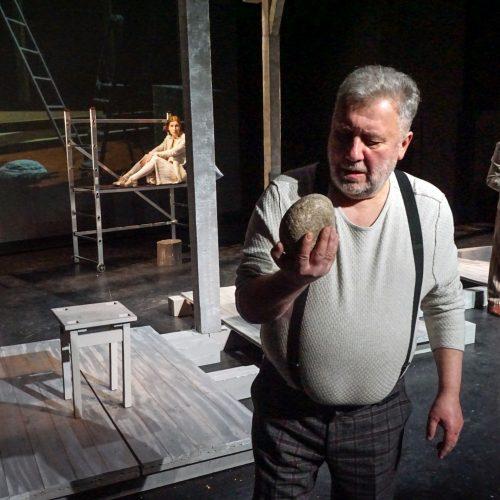 """Alytaus miesto teatro  spektaklis """"PAMATAI IŠ MINDAUGO PILIES. NETIKRAS AKMUO""""©Vytautas Stanionis"""