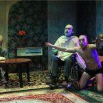 """Valstybinio Šiaulių dramos teatro vienos dalies farsas """"THE PERFECT arba SU NAUJAIS METAIS, IONESCO!"""" pagal E. Ionesco pjesę """"Kliedesiai dviems"""""""